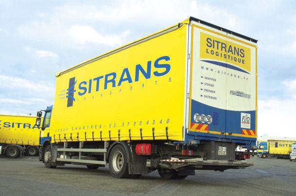 Photo d'un véhicule Sitrans sur le parc d'un des sites